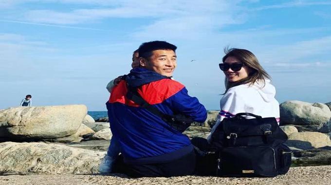 武磊微博分享留洋生活 海边度假显惬意