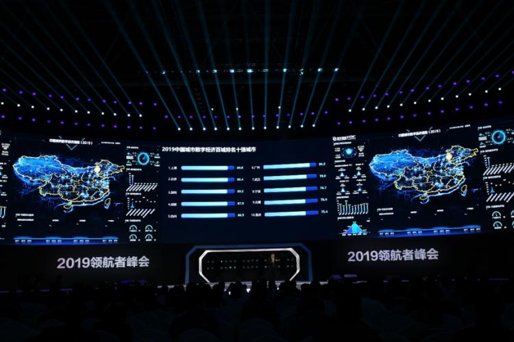 """最新研究发现,探索城市数字经济发展之路 对于中国城市数字经济的发展,新华三也提出了全新的观察和发现。 发现一:中国城市数字经济呈现蓬勃发展之势 新华三数字经济研究院测算,2018年中国数字经济规模已达到33.16万亿元,在国民生产总值中所占比重为36.83%。 整体上数字经济依然沿着传统经济由东南向西北区域渗透的模式发展,以成都、重庆为代表的西南地区产业数字化加速发力,逐步衍生为中国数字经济""""第四极"""",以呼和浩特、鄂尔多斯、榆林为代表的呼榆城市群逐渐形成西北部""""新高地"""
