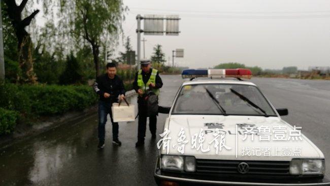 乘客去機場途中遇事故 泰安高速交警幫其趕上航班