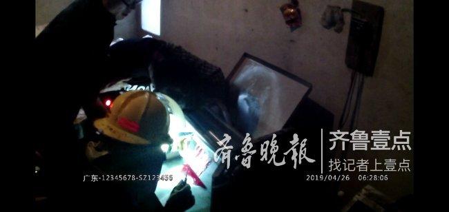 危險!泰安一居民手卡壓面機內 消防緊急救援