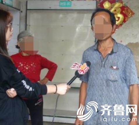 图为:《生活帮》记者采访患者父亲