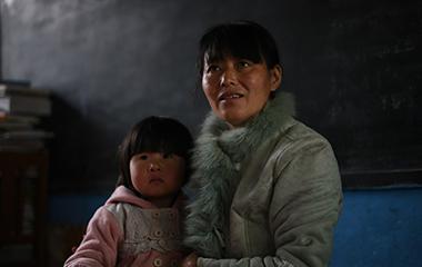 濟南山村幼兒園1個老師看10多個娃 堅守20年