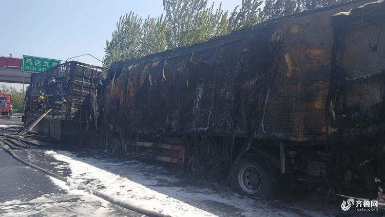 货车被烧为空壳1.jpg