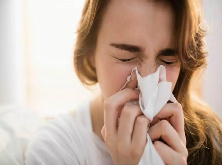 连打10个喷嚏,没人想没人骂,更没感冒,而是你长了个敏感的鼻子