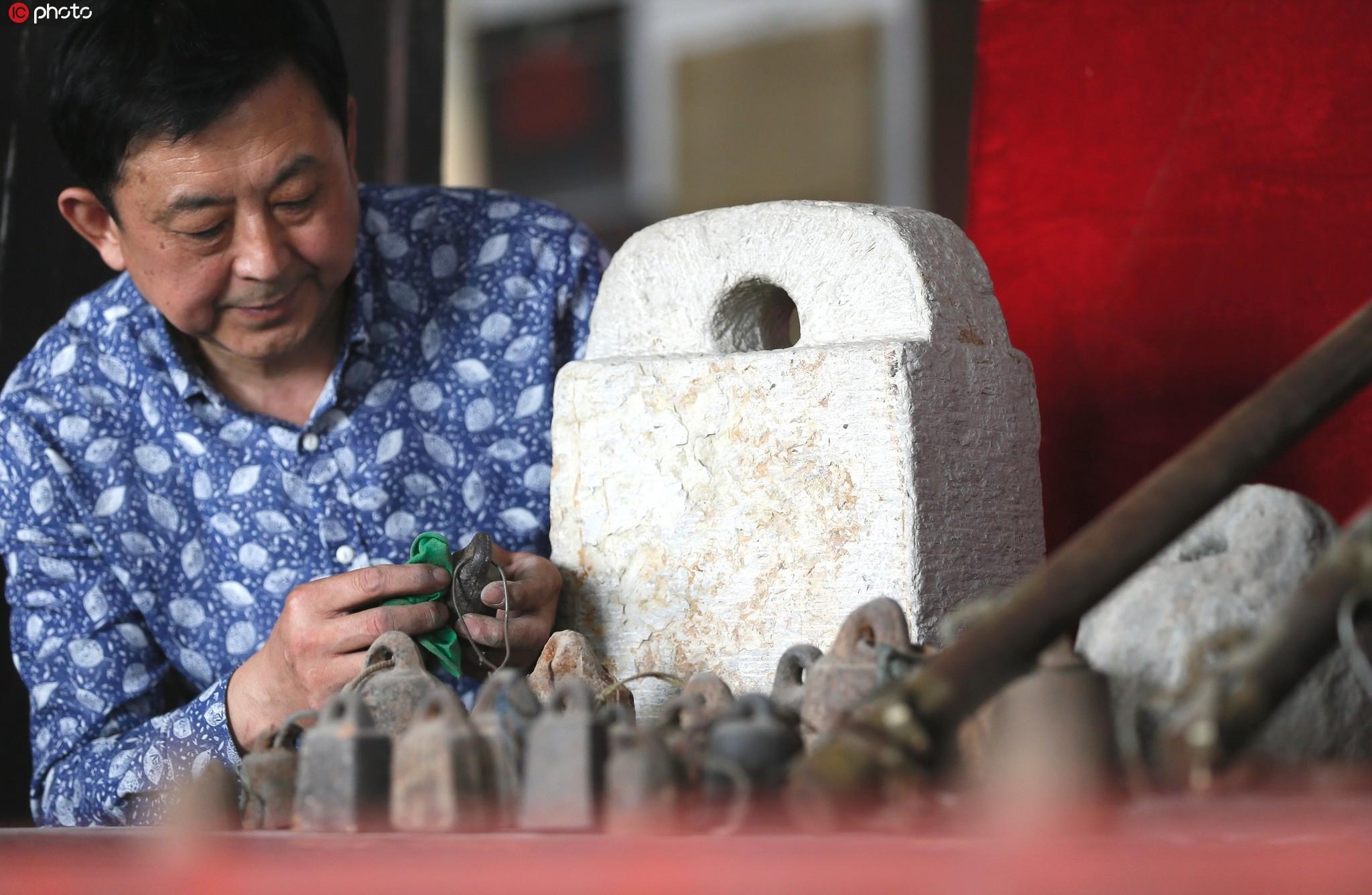 """即墨一市民15年收藏萬余""""老物件"""" 擬建民俗博物館留鄉愁"""