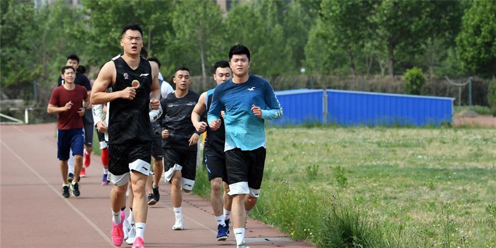 山东男篮集结备战!新帅巩晓彬携教练组首次亮相