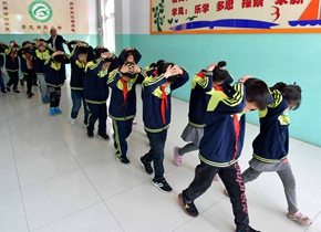 青州举行防灾减灾演练 树立学生避险自救能力