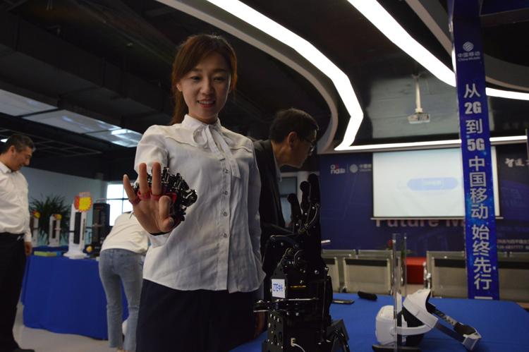 3仿生机械手市民试戴-(1)