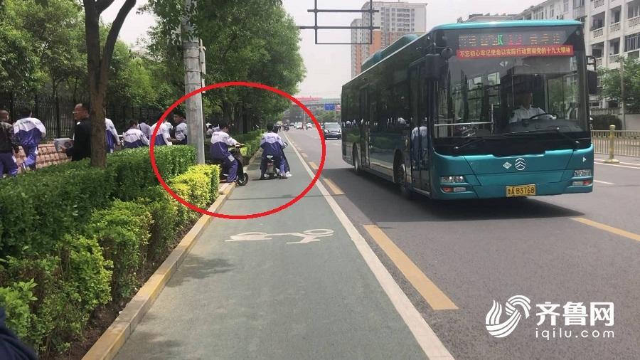 调查:中学生骑电动车违规现象多