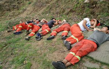 向火而行的90后森林卫士:负重20公斤巡查8公里
