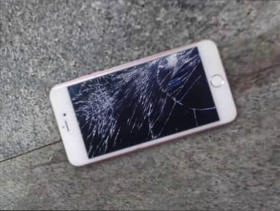 """商家推出手机""""碎屏险"""" 消费者买了直呼""""不如不买"""""""