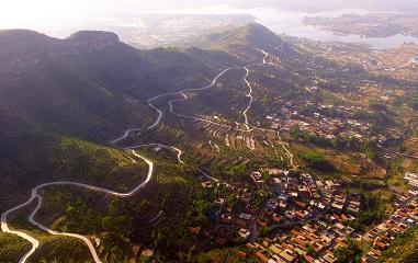 美极了!航拍山东临沂农村水泥公路
