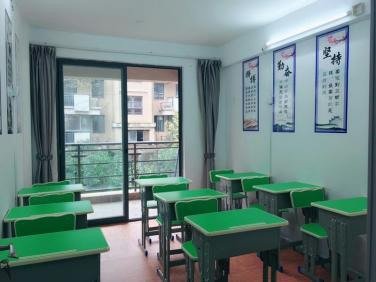 放学后谁来接?调查:全班42名学生23名小餐桌接
