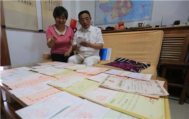 青岛七旬夫妇每年俩月工资扶贫助弱 连续捐款17年