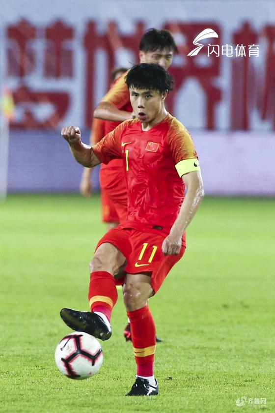 杨旭推射破门王大雷关键扑救 国足1-0胜塔吉克斯坦