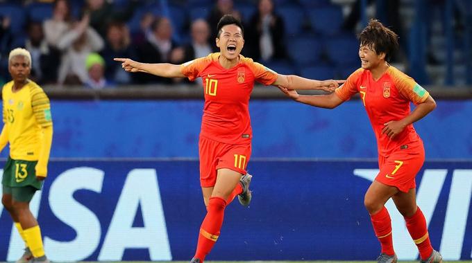 中国女足取世界杯首胜 李影破门忘我庆祝
