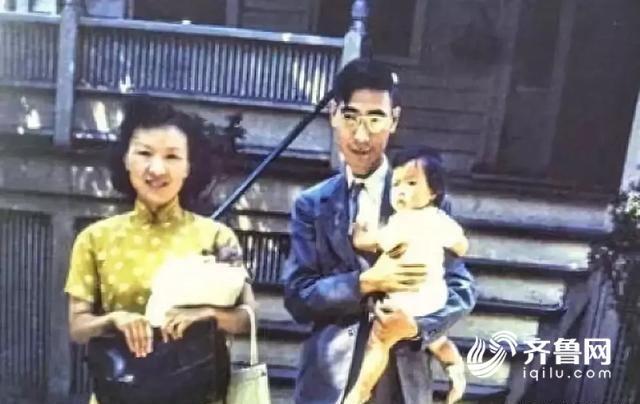 郭永怀一家回国前在美国寓所前合影.jpg