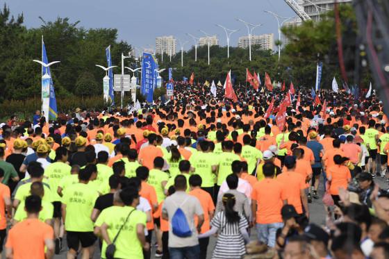 2019海阳马拉松鸣枪开跑!万人齐发最美赛道成欢乐海洋