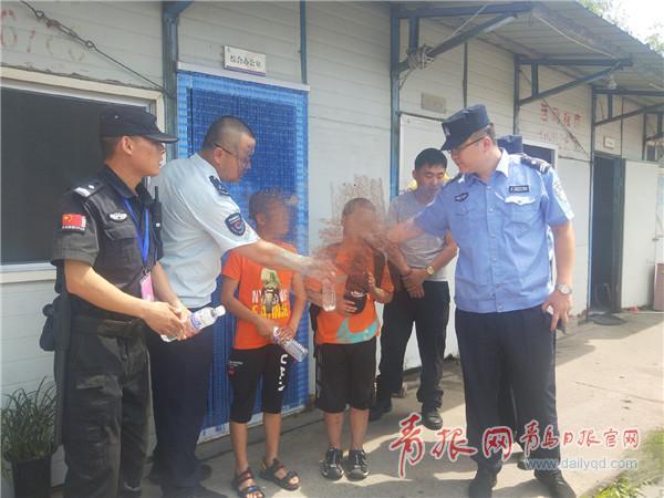 在警方的帮助下 两个孩子安全回家.jpg