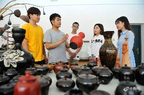 青岛高校毕业生立志创业 邂逅大漆传统文化