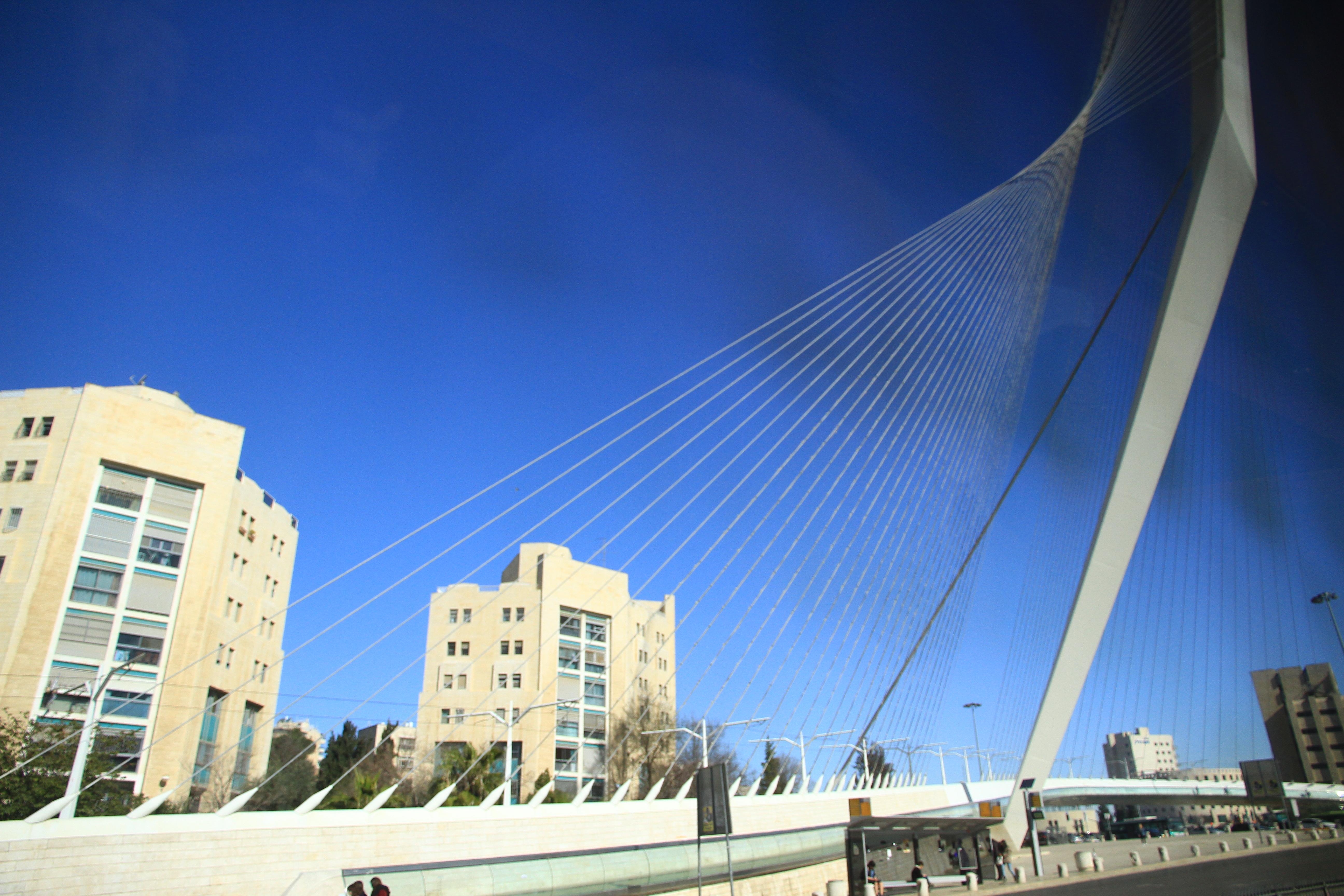 特拉维夫:轻轨竖琴斜拉桥(车拍)