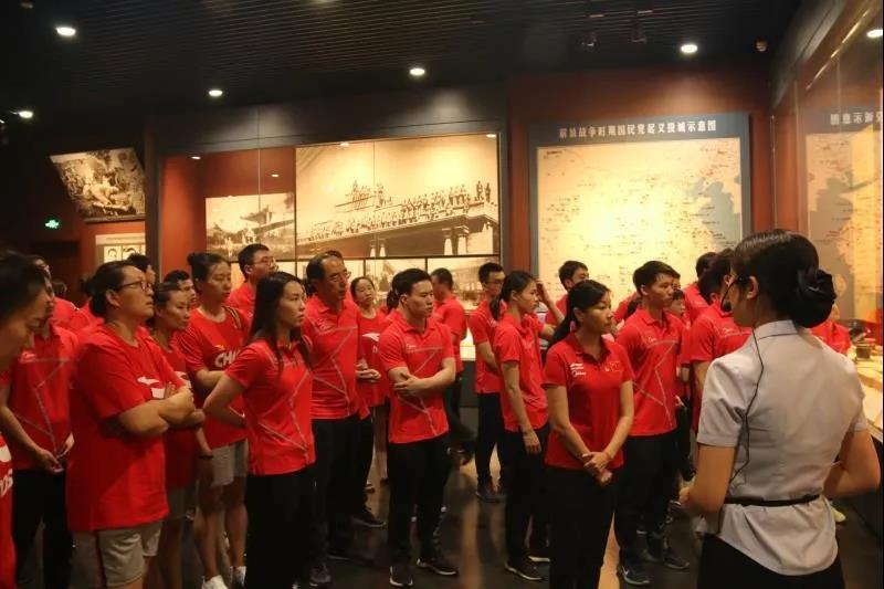 """国家跳水队重温济南战役历史 世锦赛前正能量充到""""满格"""""""