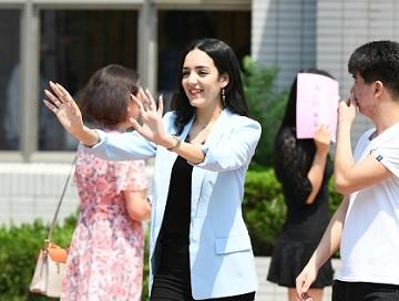63秒 | 李白、那英、馒头、紫嫣......毕业啦!来中国学汉语的他们为什么pick济南?