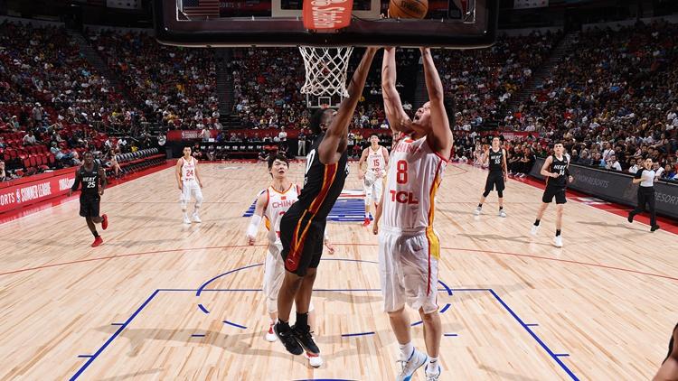 NBA夏季联赛中国队首战告负 小丁伤退