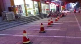 淄博亨泰花园小区沿街商铺停车位安装门禁引质疑
