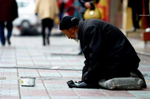 聊城:街头这些乞讨者,有没有人管管?