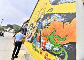 """曾经的贫困村如今的""""网红地"""" 泰安北张村3000平米墙绘美如童话"""
