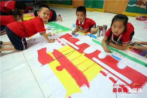 泰安50余幼儿彩绘献礼祖国70华诞