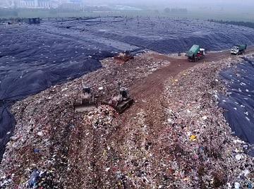 垃圾成山!济南一垃圾填埋场每天收五六千吨垃圾