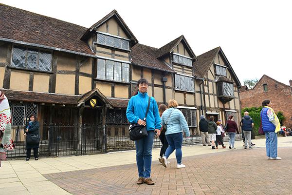 15  斯特拉特福小镇上的莎士比亚故居。