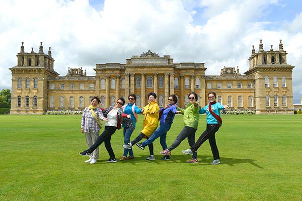 """19  丘吉尔庄园的布伦海姆宫,被誉为""""英格兰最精美优雅的巴洛克式宫殿""""。"""