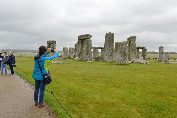 20  巨石阵,是欧洲最著名的史前时代文化神庙遗址,距今已有4500多年的历史