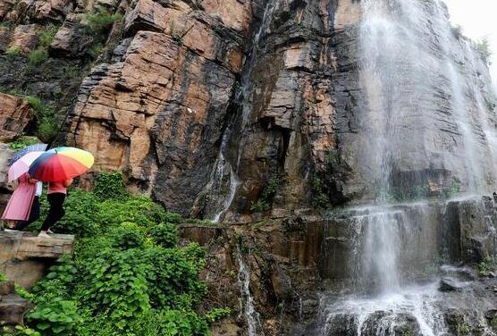 美,沂蒙山区出现瀑布群