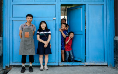 海归博士放弃美国绿卡 携妻子在青岛养了35个娃
