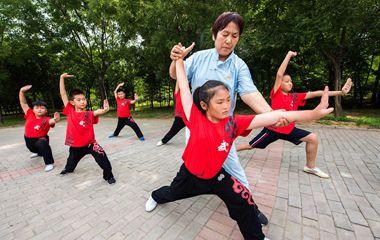 暑假来临 潍坊青州小学生习武正忙