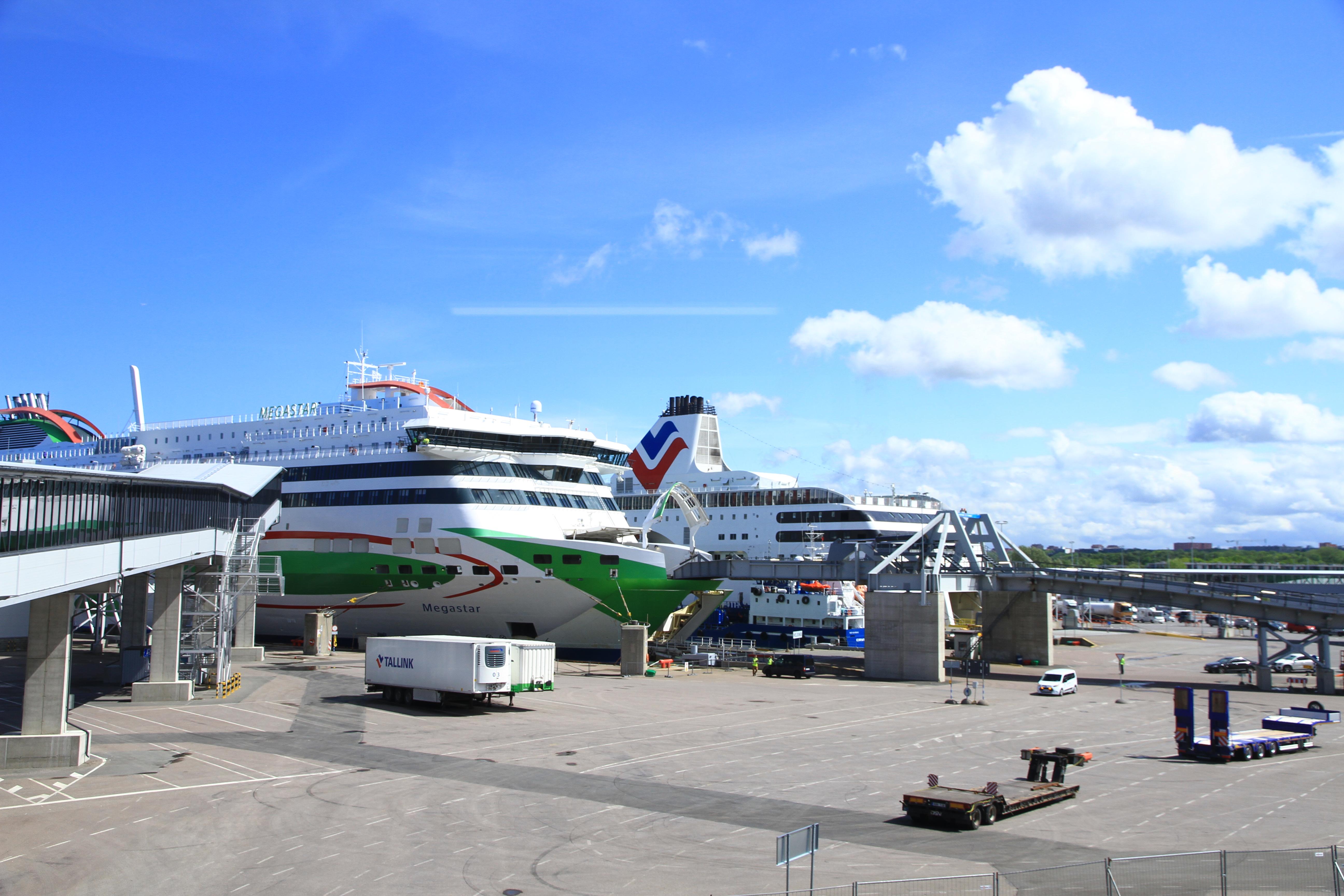 23、爱沙尼亚塔林:停靠在码头的邮轮