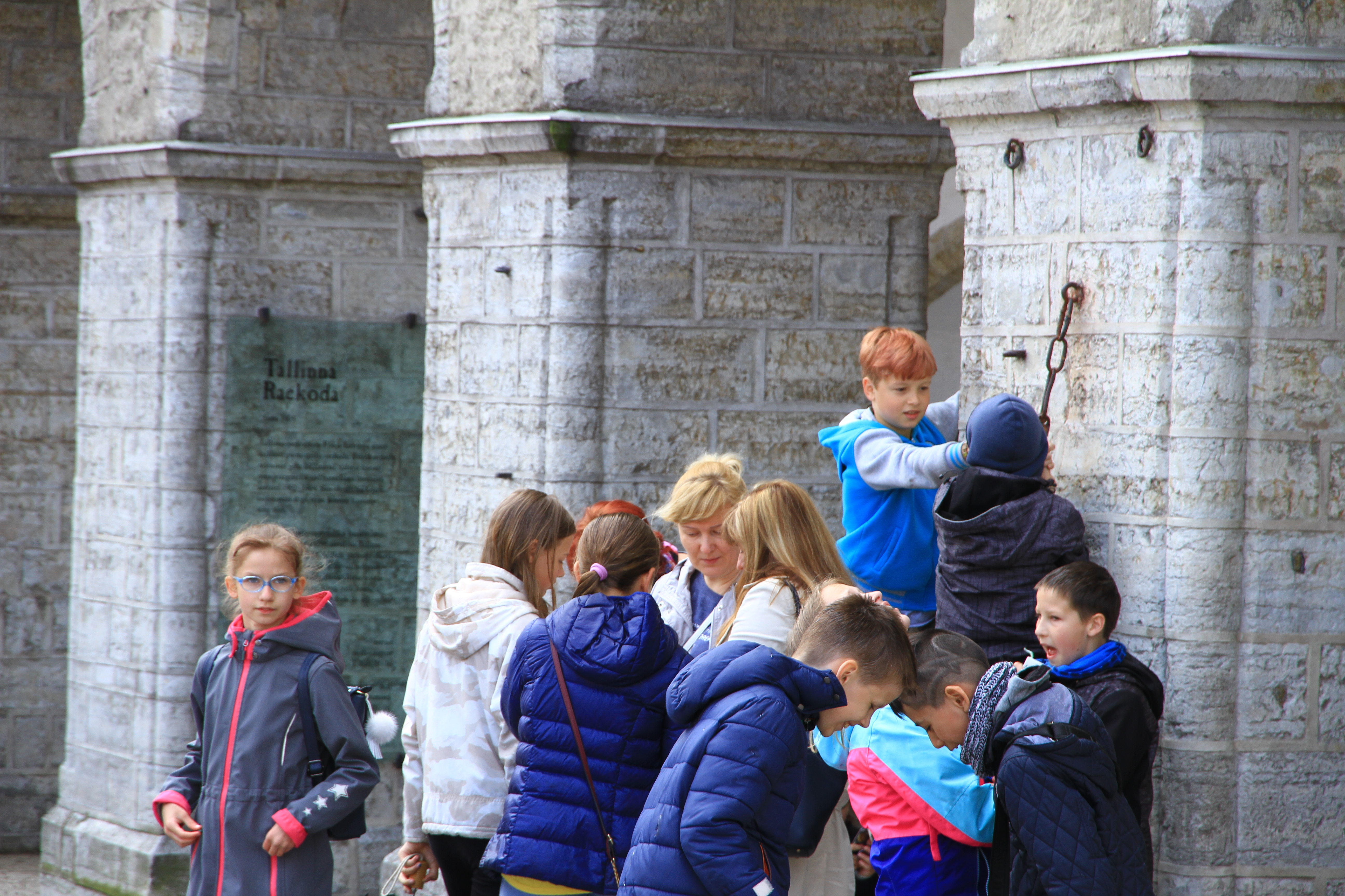 27、爱沙尼亚塔林:玩耍的孩子们