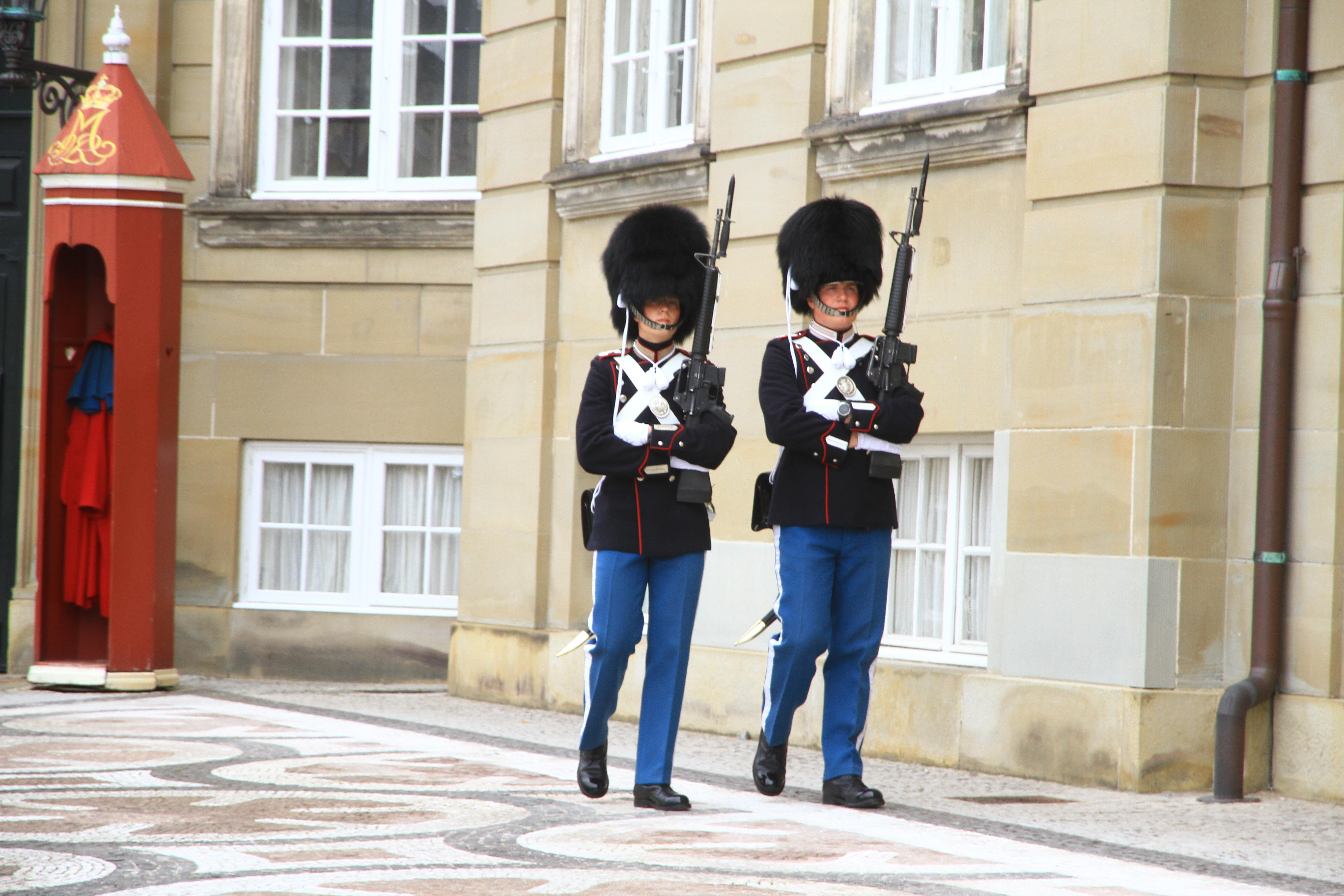 29、丹麦哥本哈根:阿美琳堡王宫卫兵