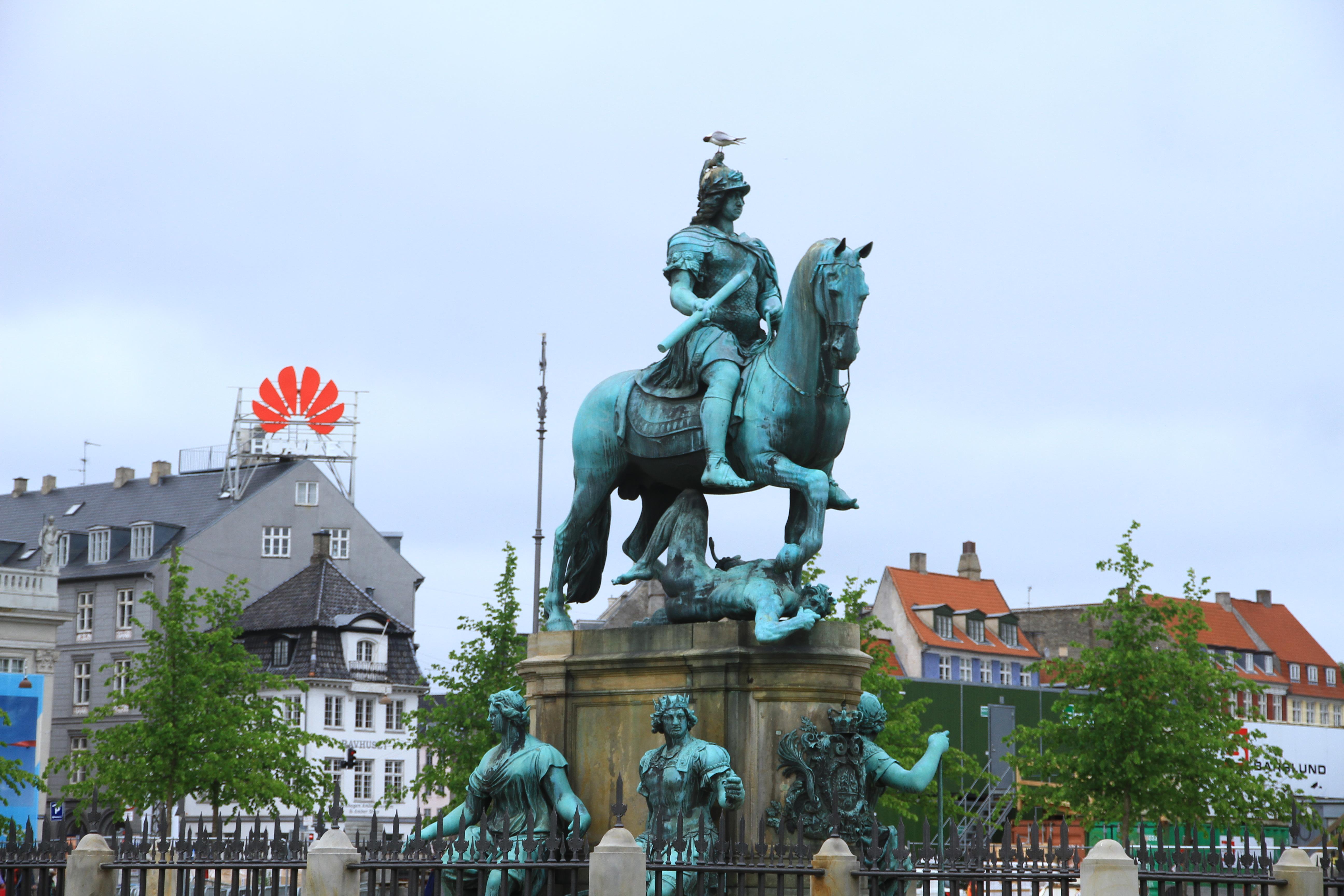 32、丹麦哥本哈根:街景。请注意重点--华为,华为!!