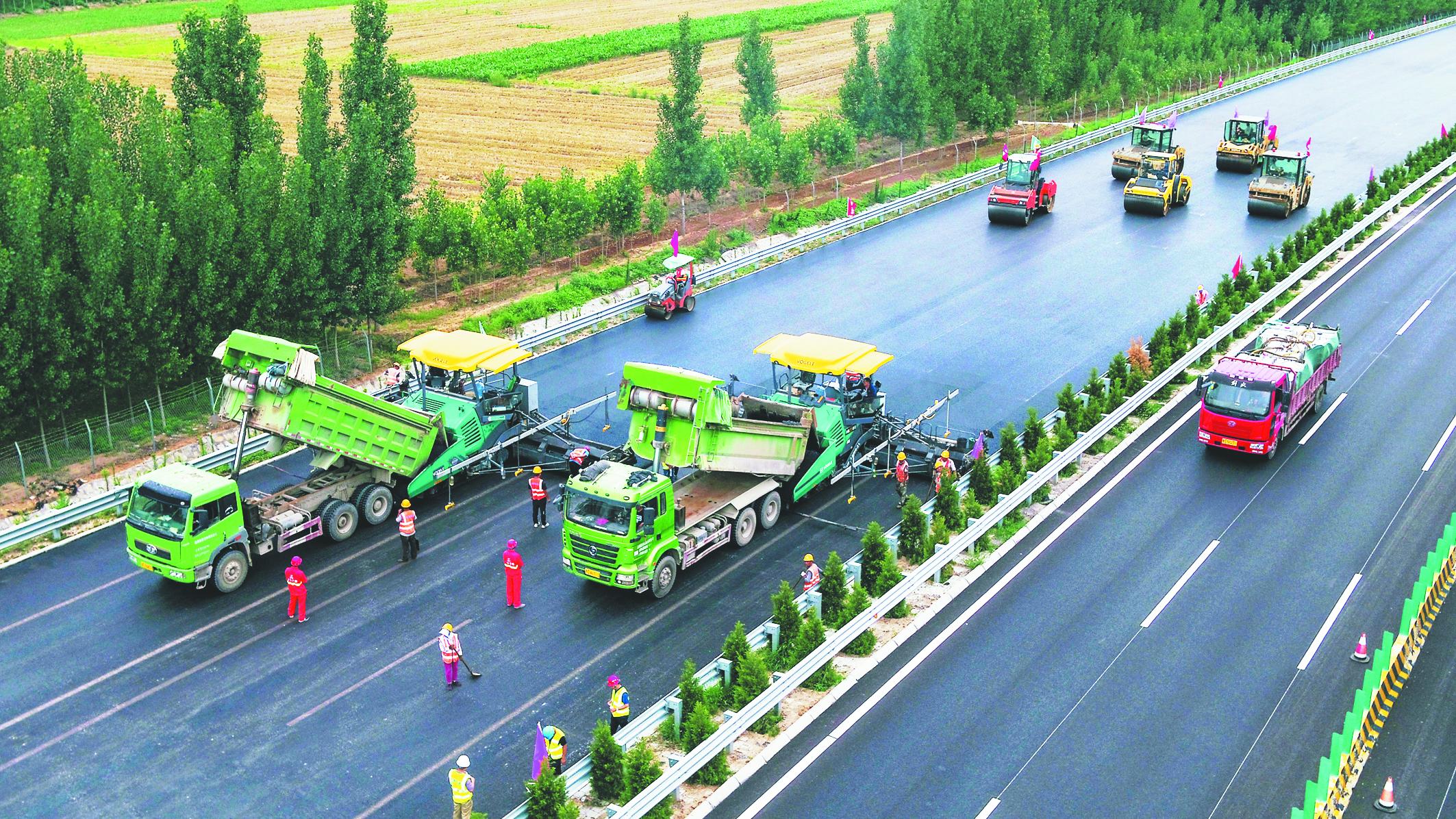 滨莱高速全线已完成沥青铺路 预计本月底通车