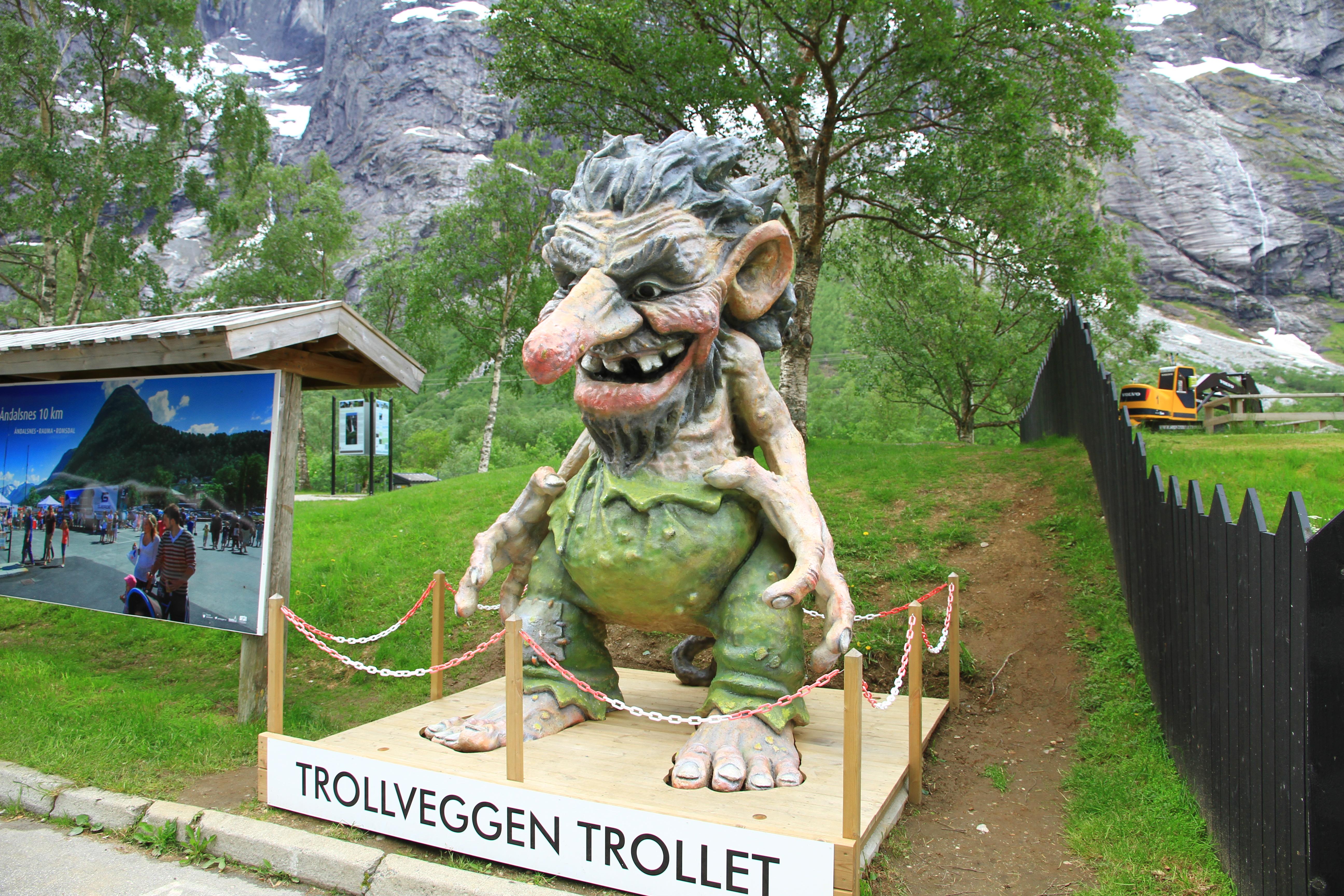 """83、挪威:""""山神""""雕塑"""