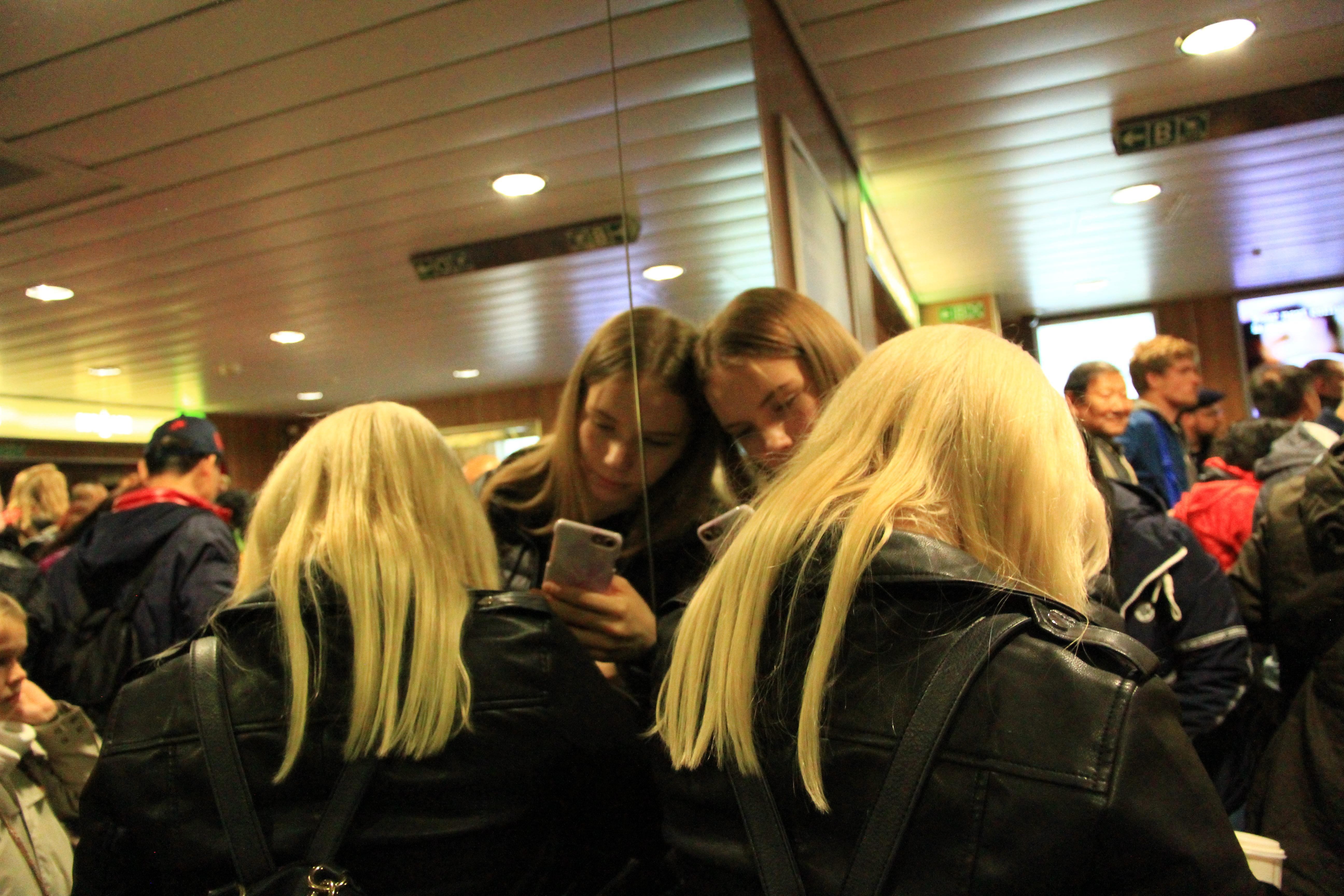 82、芬兰赫尔辛基--爱沙尼亚塔林邮轮:等待下船的游客