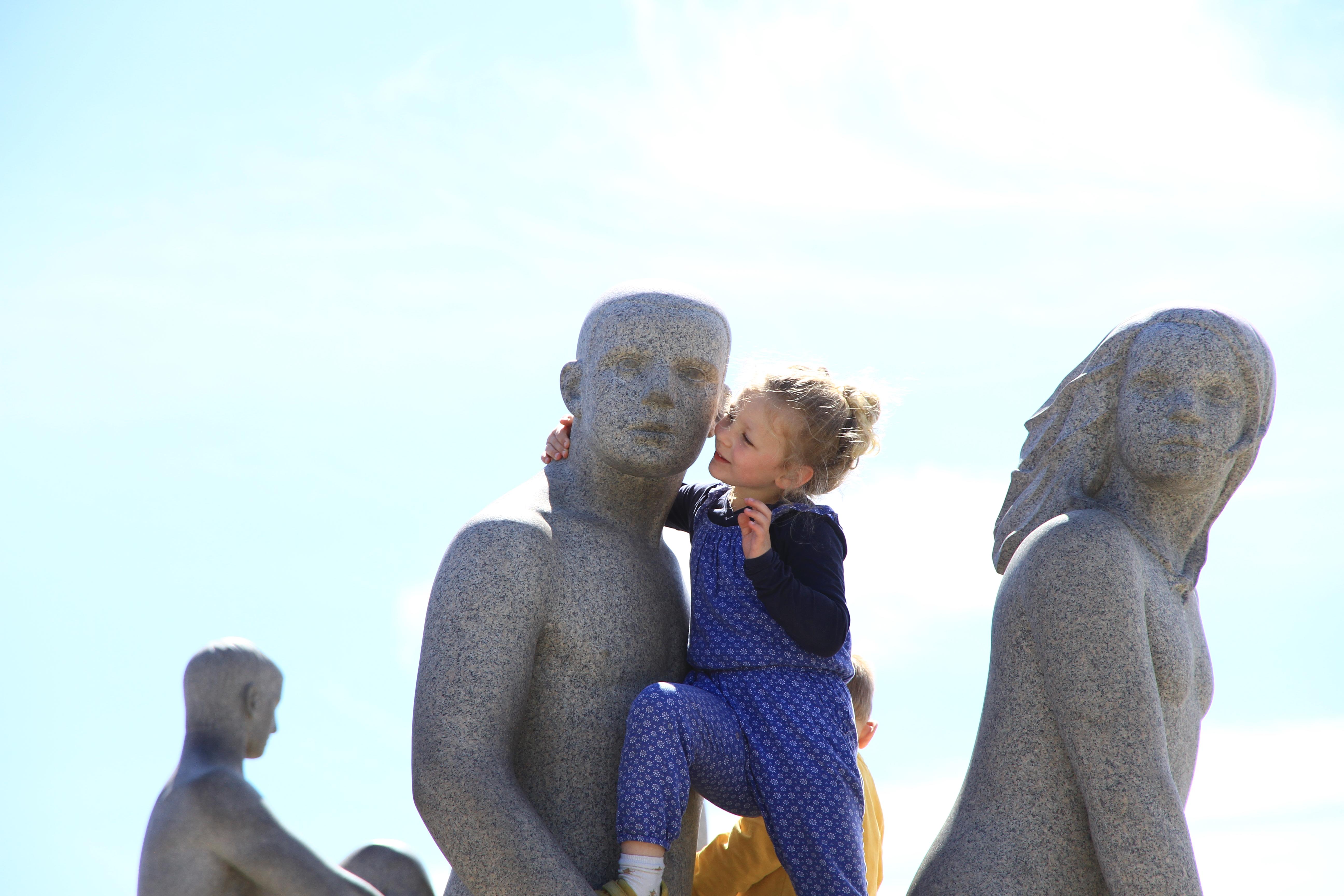 """102、挪威奥斯陆:维格兰雕塑公园:""""亲吻"""""""