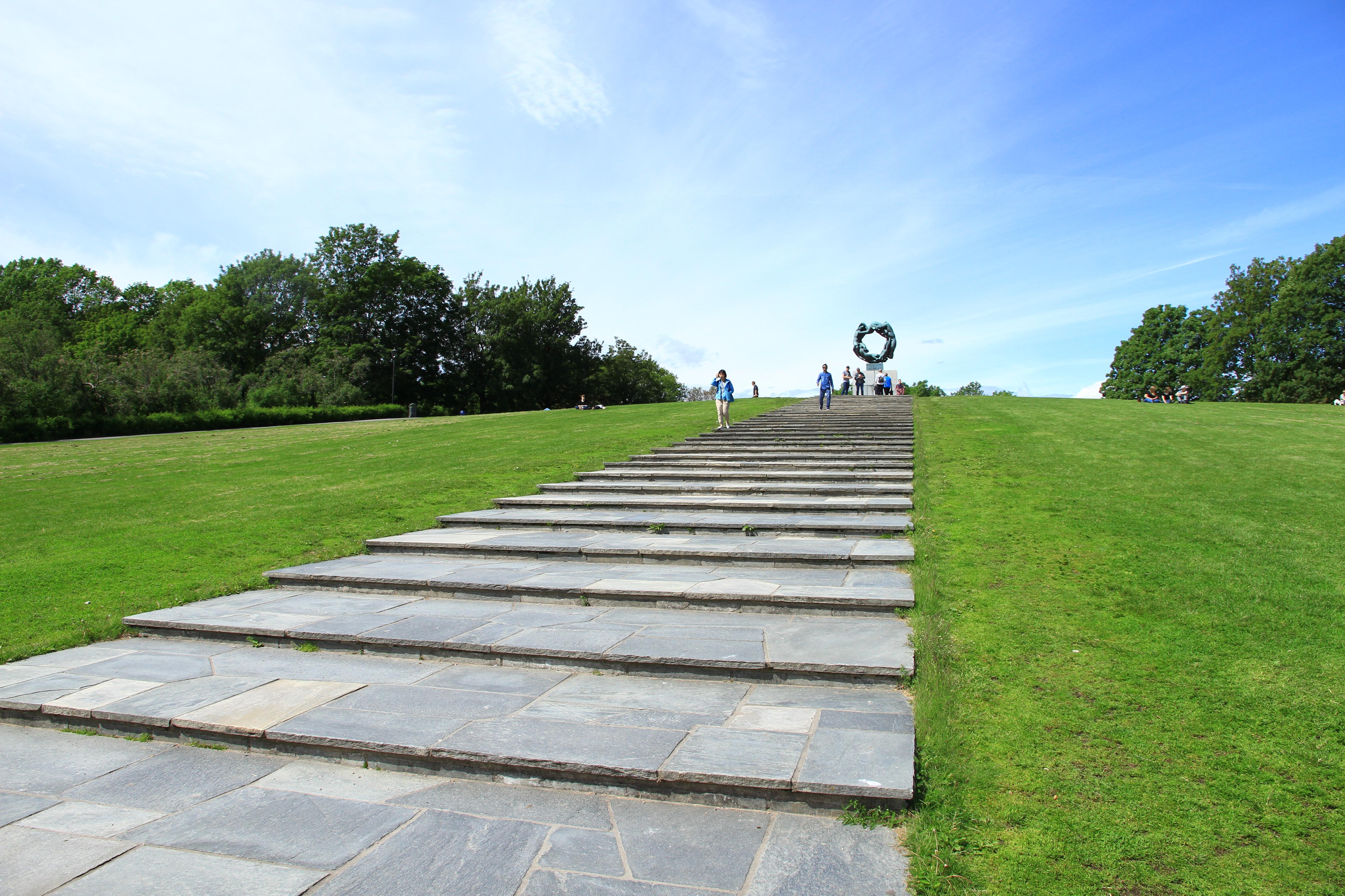 """108、挪威奥斯陆:维格兰雕塑公园的""""生命之环"""""""