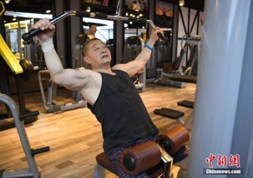图为健身爱好者在健身房内锻炼。 <a target='_blank' href='http://www.chinanews.com/'>中新社</a>记者 张瑶 摄