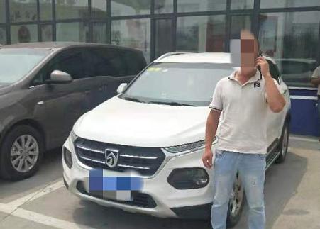 男子无证驾驶开车上高速被查 谎称:证忘在家里了